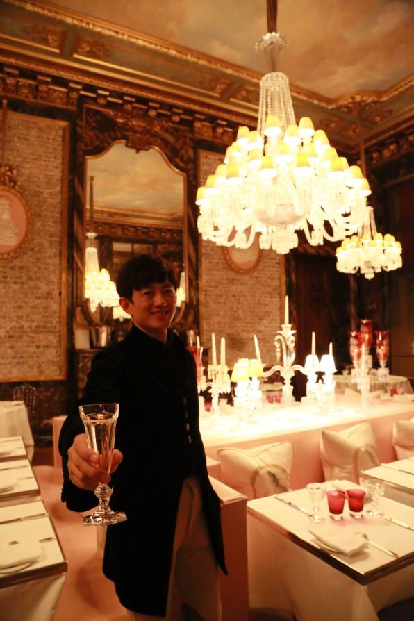 香檳也用了重重的品牌水晶香檳杯