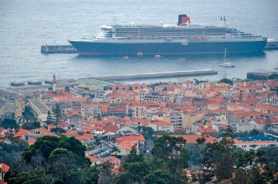 我坐這艘QM2寄碇葡萄牙的Madeira群島