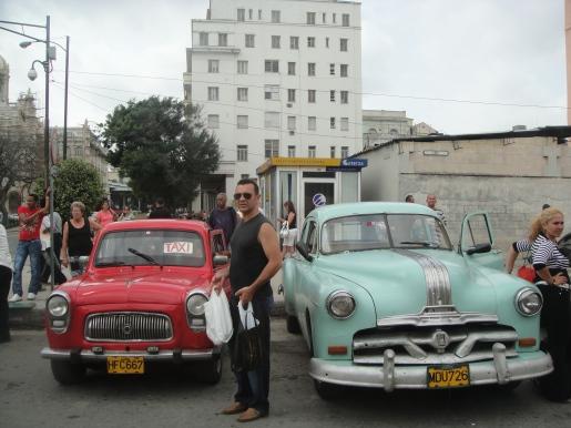的士司機成了很多古巴人的副業。