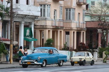 雖然有些驚嚇, 不要怪這些古董車跑了大半個世紀。