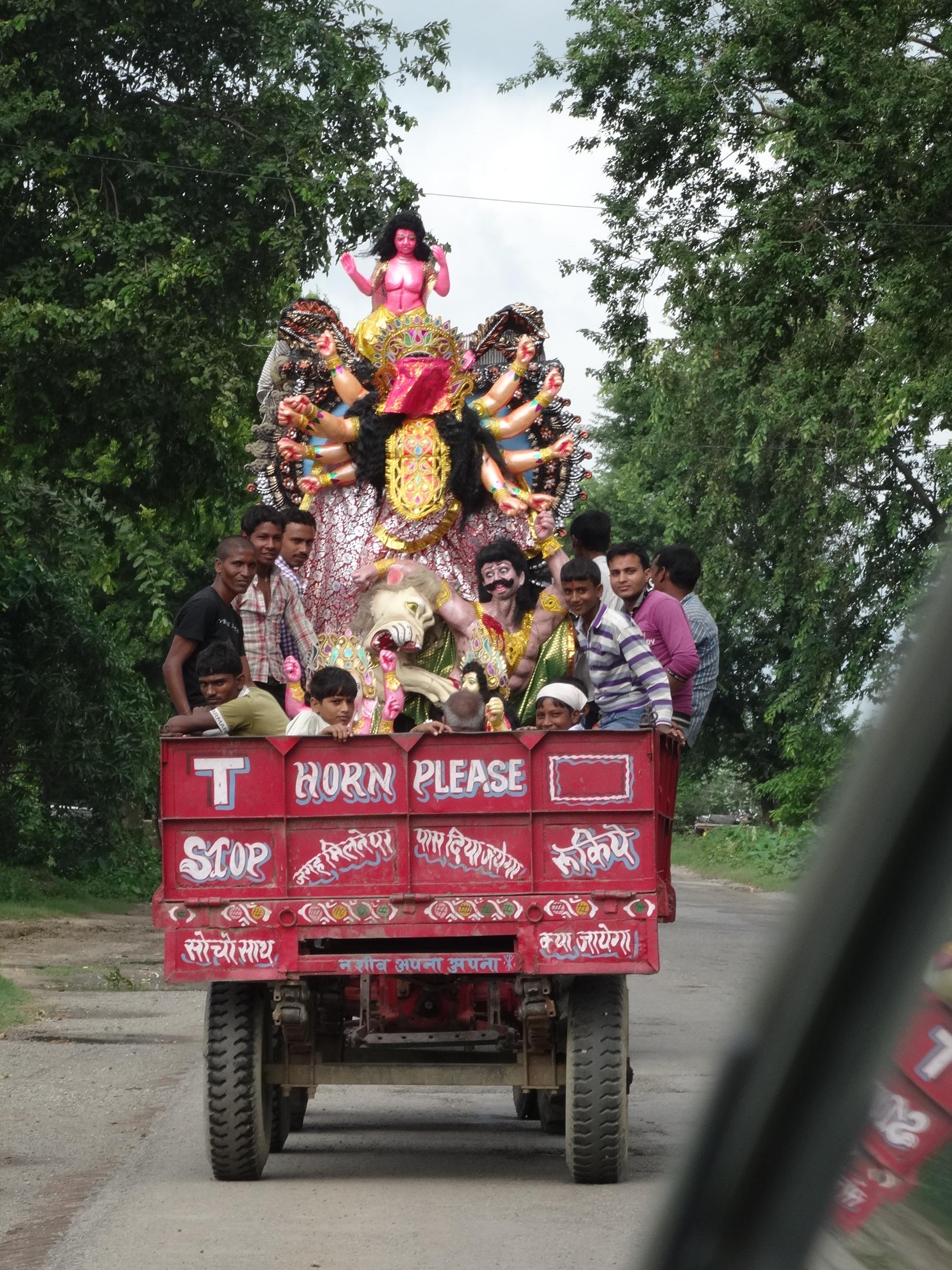 印度公路上的運神像卡車.JPG