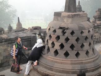印尼穆斯林仍然迷信, 去摸所謂籠中的武士