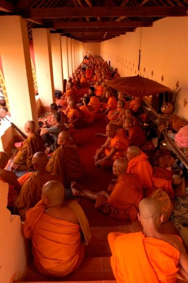 橘色的智慧照亮了寮國
