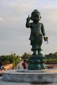 藍毗尼園內的太子佛雕像二○一三年新建