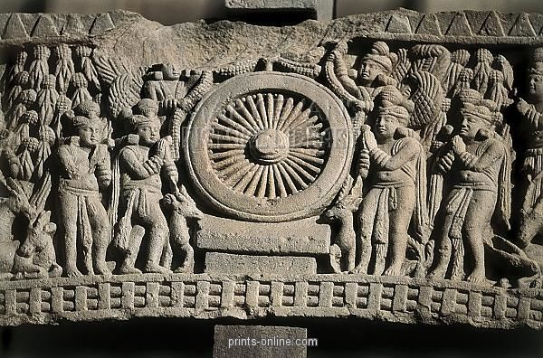 Great Stupa. 3rd BC. INDIA. Sanchi. Great Stupa. Scene with the first speech of Buddha in Mrigadava, standing out the Dharma wheel in the middle. Front relief located on the first architrave of the western gate. Hindu art. Sunga period. Relief on rock. Date: